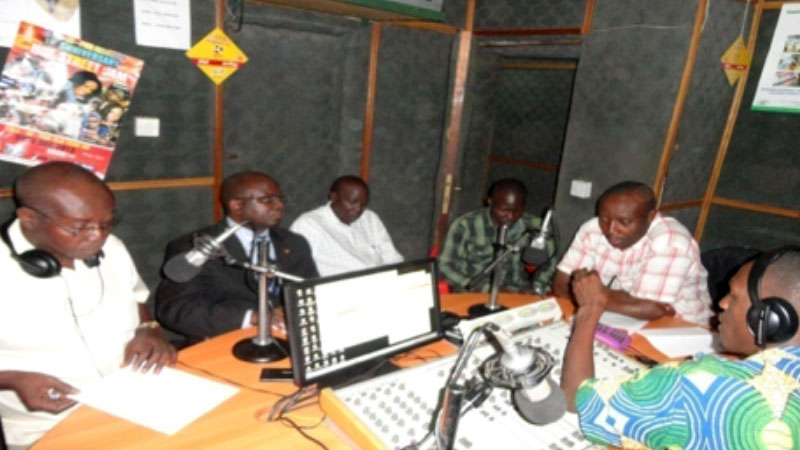 Mr Robert kasande holding a talkshow on Spice FM, Hoima Regarding the acquisition of land for oil refinery